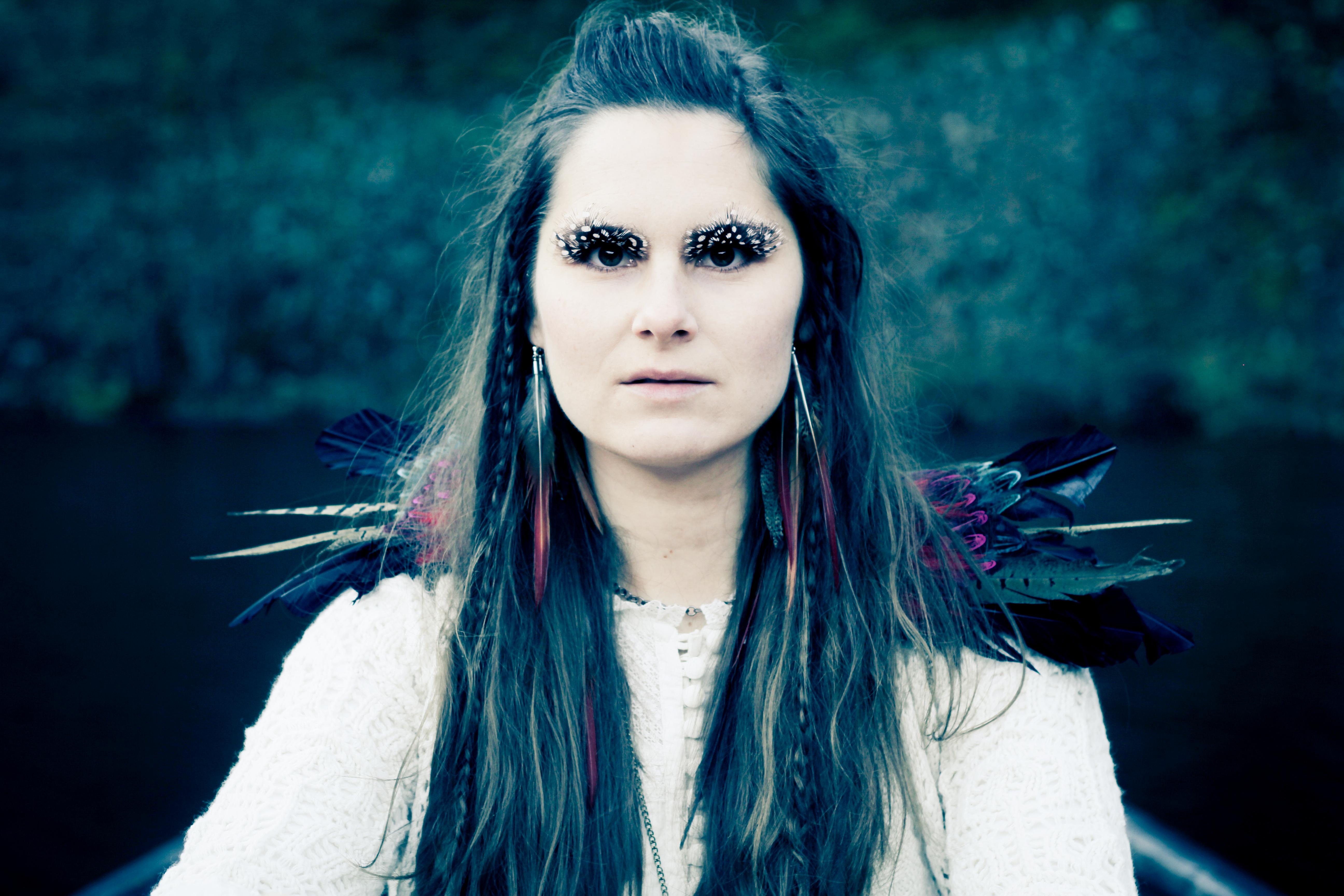 Jenny Nilsson i Cure-a-Phobia ur musikvideon Nattfjäril